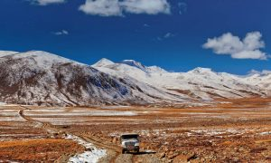 deosai-jeep-road